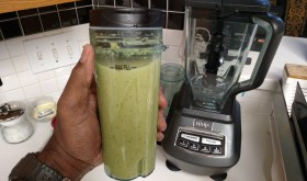 How to make Kale Smoothie with Ninja bl770 blender (VIDEO)